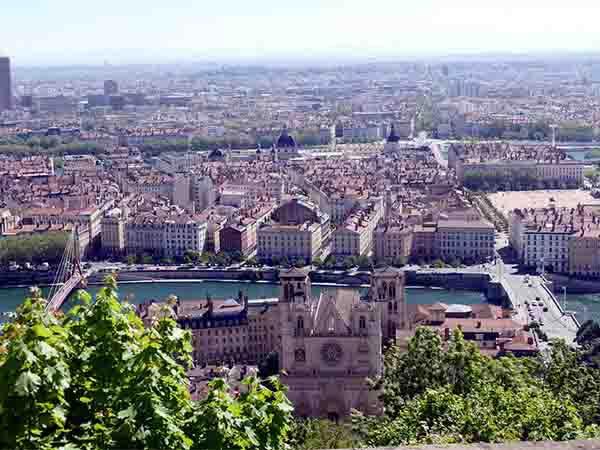 フランス 6ヶ月、半年留学 費用