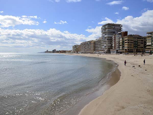 スペイン 3ヶ月留学 費用